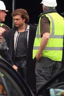 Alden Ehrenreich aparece como Han Solo em imagens do set