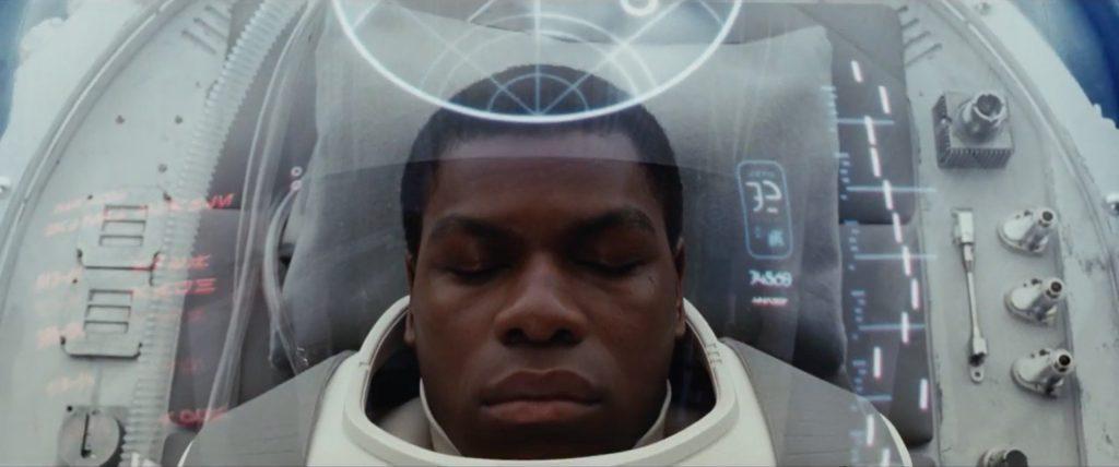 John Boyega mostra o blaster de Finn