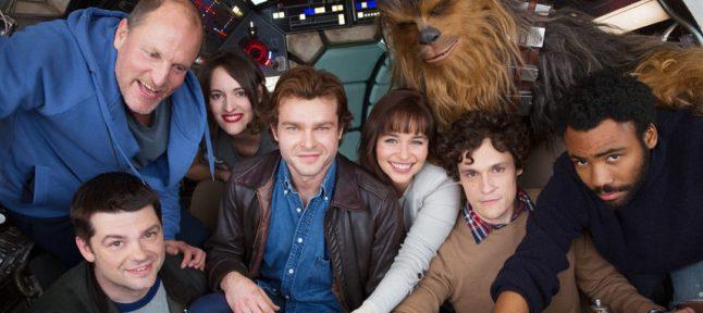 Woody Harrelson encontra Han Solo e Chewbacca em novas fotos do set